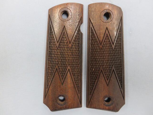 【CAW】M1911ガバメント WMチェッカー ウォールナット 木製グリップ