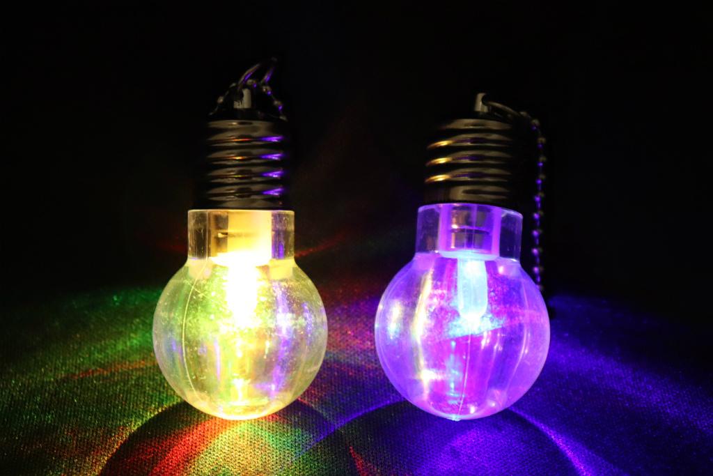 光る 電球ライトキーホルダー(ばら売り1個から)