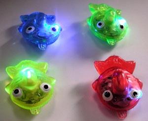 光る ピカピカ金魚かわいい金魚ちゃんがプカプカ水に浮きます