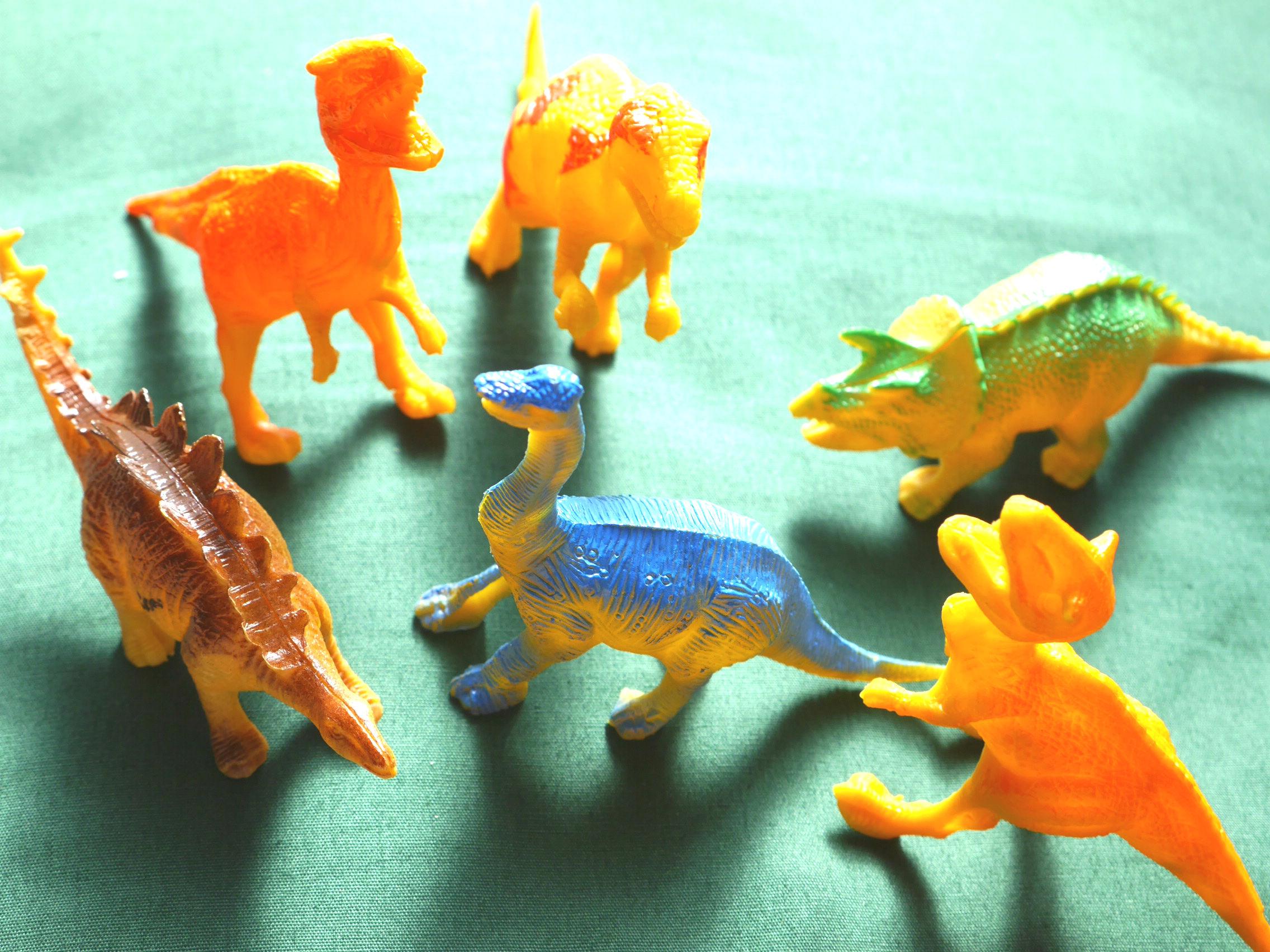 5種類の恐竜が勢ぞろい 恐竜好きのちびっ子が手に持って遊ぶにはちょうどいい大きさ