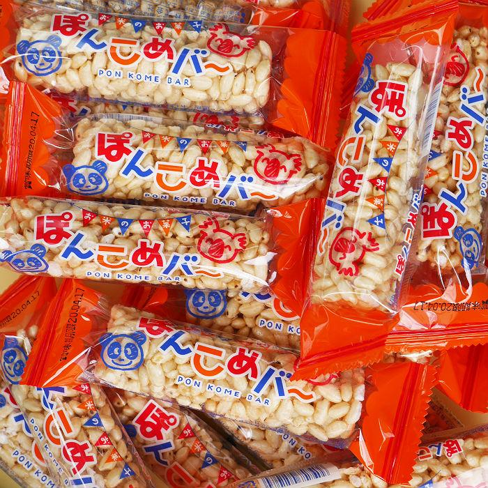お米でできた駄菓子です ぽんこめバー ポロポロのはざしを食べやすいように棒状のおこしの様に固めました