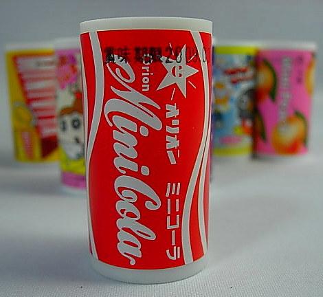 缶ジュースの中にはラムネ菓子が入ってます