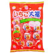 いちご大福10円は ふわふわマシュマロの中に イチゴチョコが入ってます 小さなお子様からご年配者まで人気です