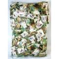 恐竜図鑑キャンディ メタリック調のパッケージにいろいろな恐竜が印刷されています