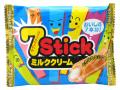 7本のウエハースがつながっているクリーム入りの棒をパキパキ折って食べる事ができます