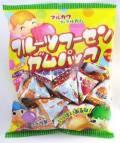 フルーツフーセンガムパック お馴染みのまるーいコロコロのガムをテトラ型のパックに入れて包装 つかみ取り,お菓子まきなどに人気です