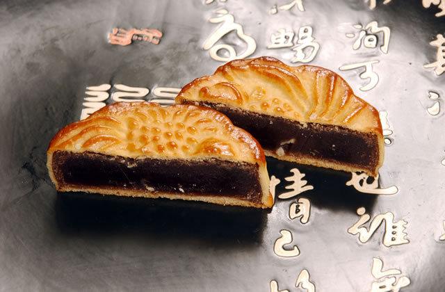月餅 スイカの種入り 黒あん 金魚
