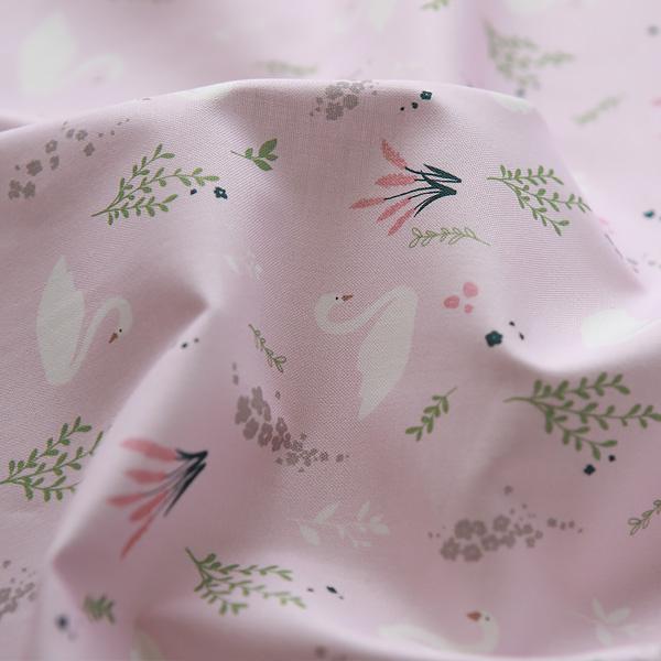 生地・布・入園入学 ≪ Floral swan - ベリー ≫コットン/幅110cm  【10cm単位販売】