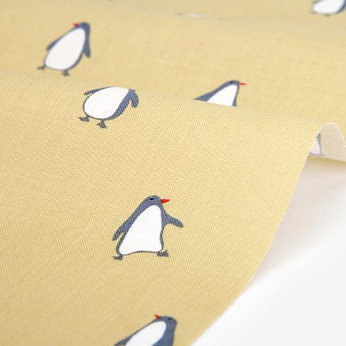 生地・布 ≪ Penguin - yellow  ≫  コットン/幅110cm デコレクションズオリジナル生地・布 【10cm単位販売】