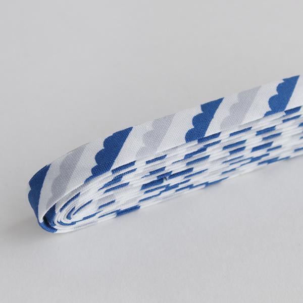 バイアステープ/12mm巾・ふちどり(4ツ折) 32 SNORKELING - wave 【2.5m巻】 バイヤステープ/コットン/裾上げ/縁しまつ/縁どり/入園入学 【デコレクションズ】【メール便対応】