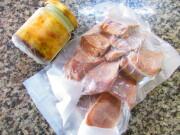 柔らか無菌豚タンのスモーク&ゴマとバルサミコのソース