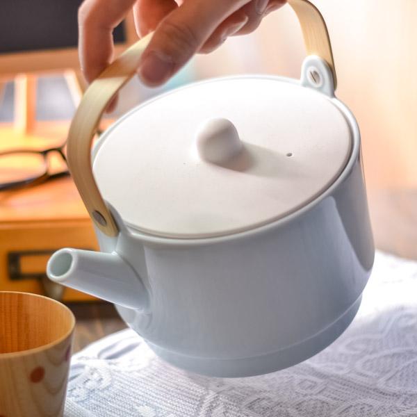 【送料無料】S&B Tea Pot Light Blue 1個≪6月下旬 入荷予定≫ ( 1616 / arita japan 父の日 ギフト 実用的 プレゼント ティーポット 紅茶ポット ハーブティーポット 大容量 おしゃれ 有田焼 )