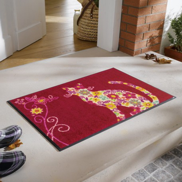 【送料無料】カラフルな花柄の猫 デザインマット レッド系 (洗える玄関・ラグマット)
