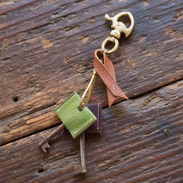 色が選べるイタリアンレザーと国産真鍮のキーホルダーB