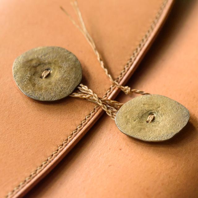 〔オーダーメイド〕ジブン手帳mini用カバー フラップタイプ手縫い 鋳物型槌目ブラスボタン留め