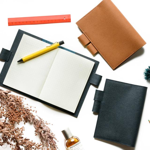 ほぼ日手帳カバー 型押しカーフ使用イメージ
