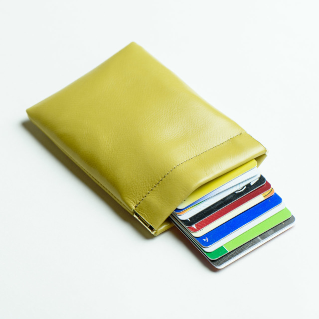 カードが10枚くらいまで収納できるミニ財布