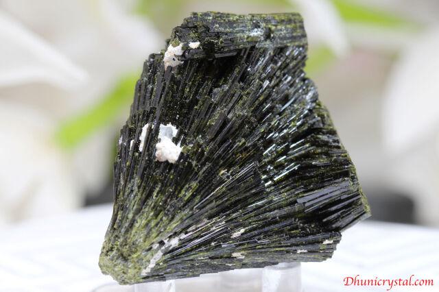 エピドート原石/緑れん石(J455)