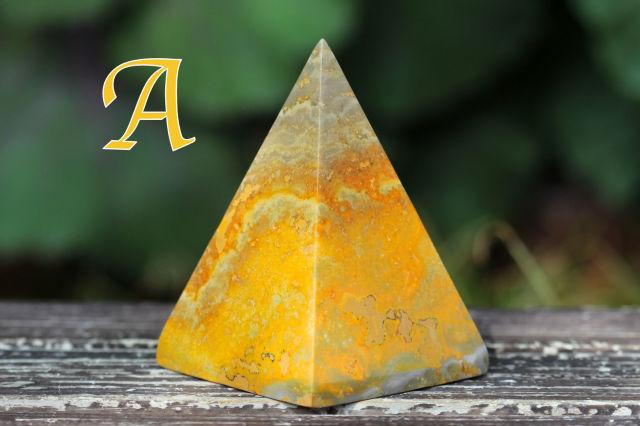 バンブルビージャスパー/ピラミッド型(R672)