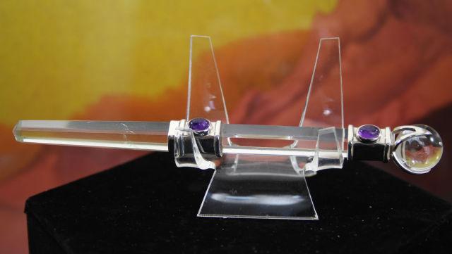 ヒマラヤ水晶ワンド/ヘキサゴナルプリズム(六角柱)/アメジストorガーネット(W682)