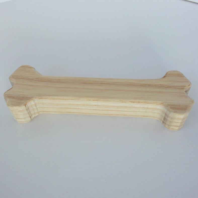 天然木から職人さんが1本づつ手作りで削り出すワンちゃん用の木のおもちゃ