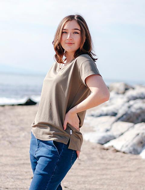 【WOMEN】接触冷感VネックTシャツ