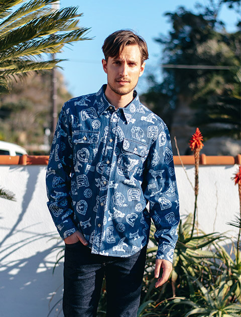 【UNISEX】デニム総柄ロゴ ワークシャツ