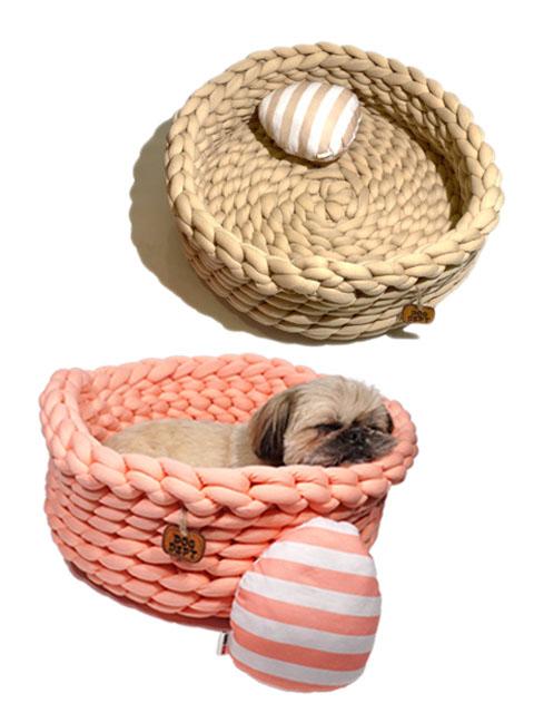 "【DOG GOODS】""Bird's Nest"" ベッド 卵型まくら付き"