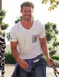 《MORE SALE対象》【UNISEX】HELLO MAXポケットVネックTシャツ