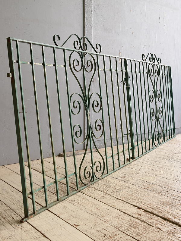 イギリスアンティーク アイアンフェンス ゲート柵 ガーデニング 10279