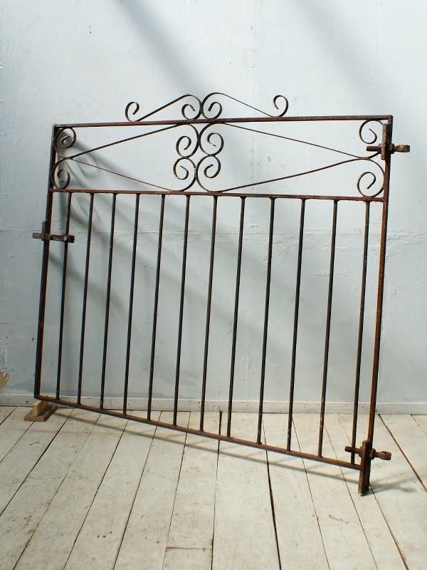 イギリスアンティーク アイアンフェンス ゲート柵 ガーデニング 4320