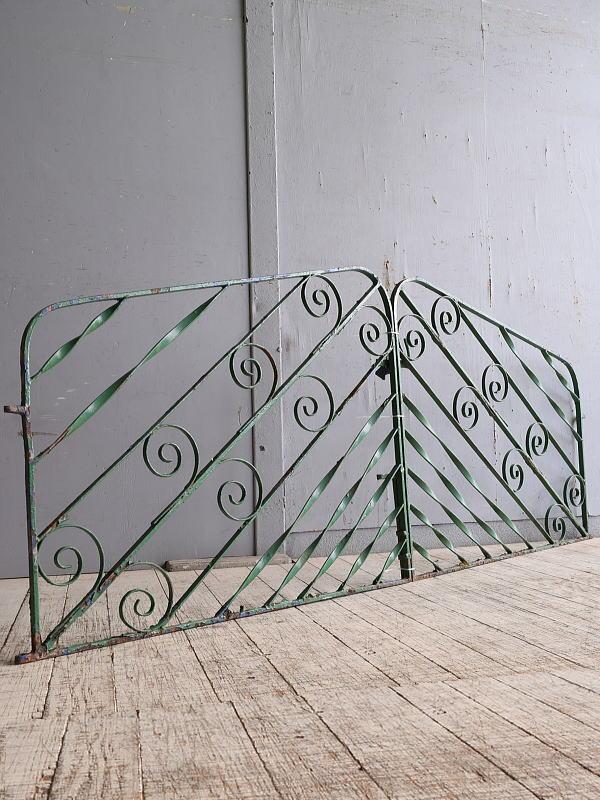 イギリスアンティーク アイアンフェンス ゲート柵 ガーデニング 10217