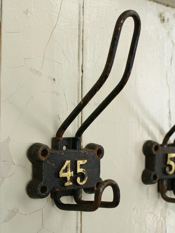 イギリス アンティーク アイアンコートフック ナンバー付き 工業系 1557
