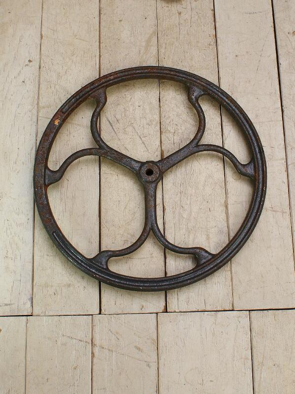 イギリス アンティーク 鉄製 車輪 ガーデン オーナメント 9585