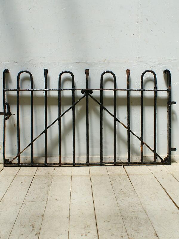 イギリスアンティーク アイアンフェンス ゲート柵 ガーデニング 9572