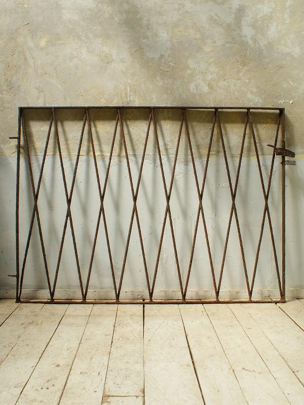 イギリスアンティーク アイアンフェンス ゲート柵 ガーデニング 5734