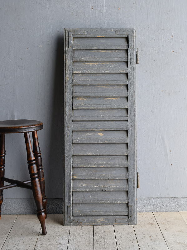 ルーマニア製 アンティーク 木製ルーバー雨戸 ディスプレイ 建具 8356