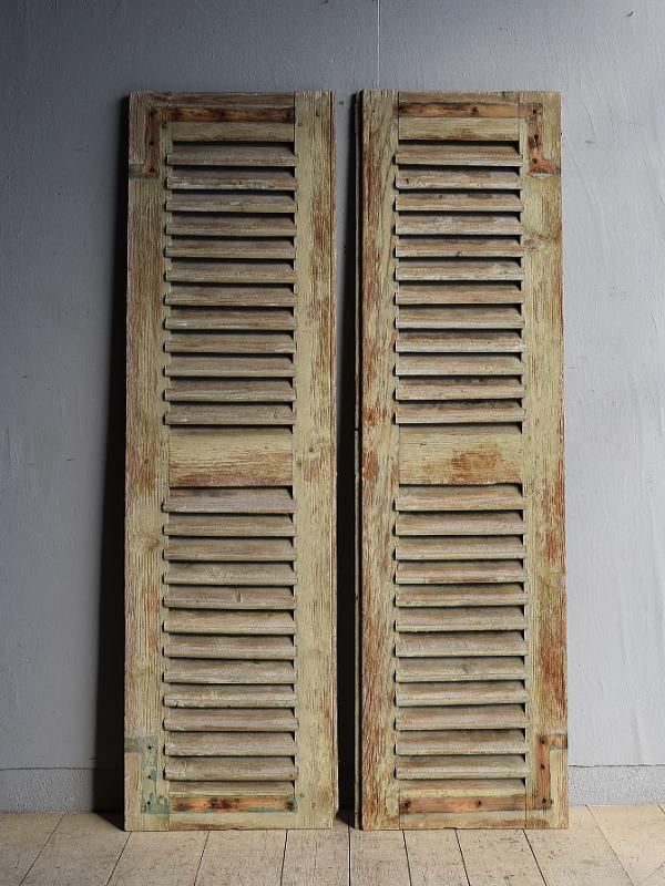 ルーマニア製 アンティーク 木製ルーバー雨戸×2  ディスプレイ 建具 8394