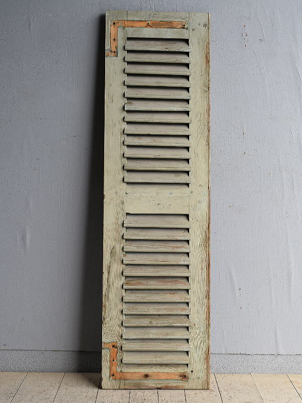 ルーマニア製 アンティーク 木製ルーバー雨戸 ディスプレイ 建具 8397