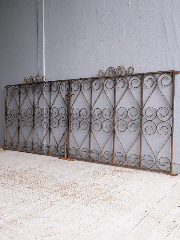 イギリスアンティーク アイアンフェンス ゲート柵 ガーデニング 9097