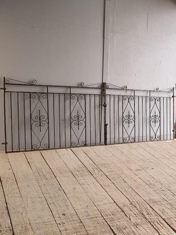 イギリスアンティーク アイアンフェンス ゲート柵 ガーデニング 9778
