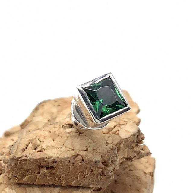 四角い緑の石のピアスpe-38、シルバー925製