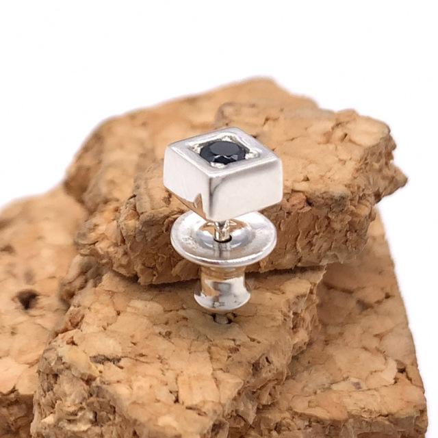 四角い石のメンズピアス、pe53、シルバー925製