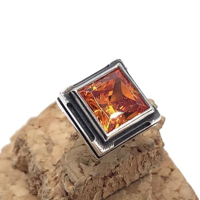 四角いオレンジ色の石のメンズピアス、シルバー925製