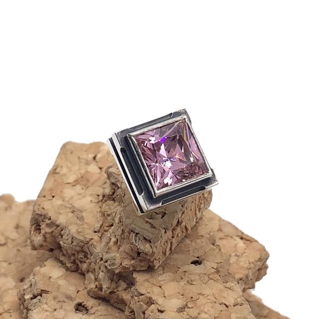 四角いピンク色の石のメンズピアス、シルバー925製