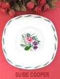 <廃盤レア♪スージークーパー>1953年:愛らしいピンクのバラ♪フレグランスの大きな絵皿「スタンド付き」