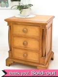 <英国オールドパイン家具>イギリスの家具職人ピーターさんの長い時が優しい無垢の3段チェスト