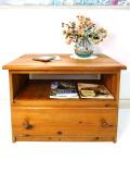 <英国アンティーク家具>大きな引き出し♪カントリーな空気があたたかいオールドパインのスモールテーブル