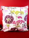 <未使用品>ピンクや緑の野の花たち♪上品な英国の大きめクッション「中のクッション付」