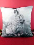<デッドストック(新品未使用品)>愛らしい野ウサギさん♪ぶ厚いゴブラン織りの英国のクッション